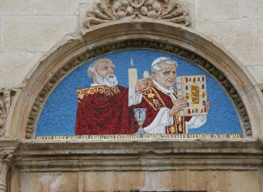 A photo of a mosaic at the Cathedral of San Panfilo in Sulmona (province of L'Aquila, region of Abruzzo), Italy, portraying St Peter Celestine and Pope Benedict XVI.